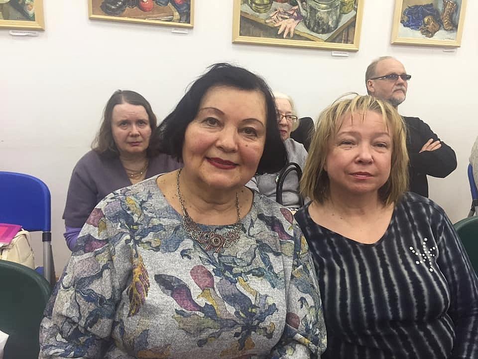Т. Максименко и И. Овчаренко в библиотеке №119 города Москвы