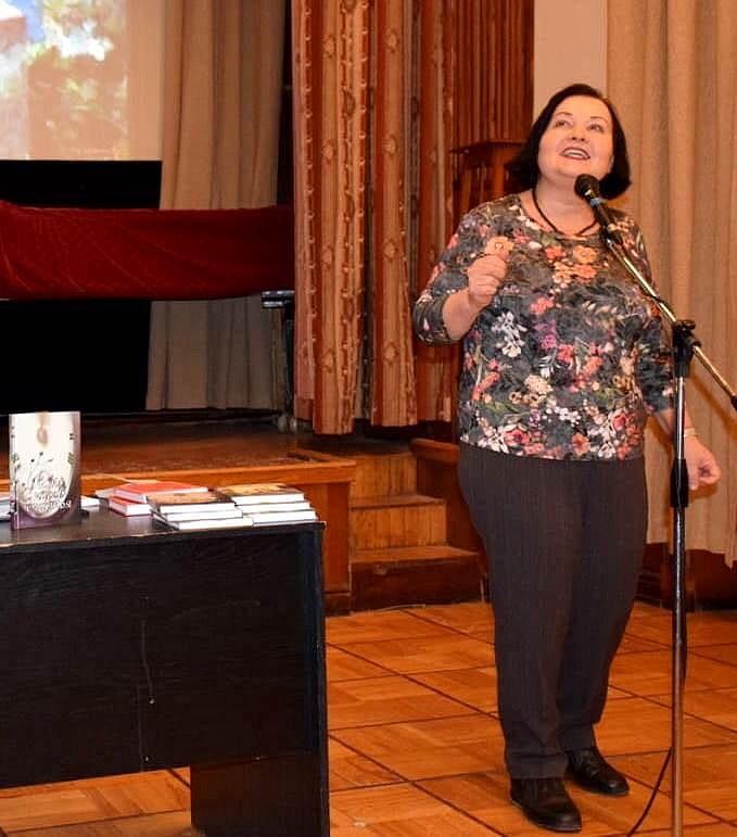 Т. Максименко читает свои стихи