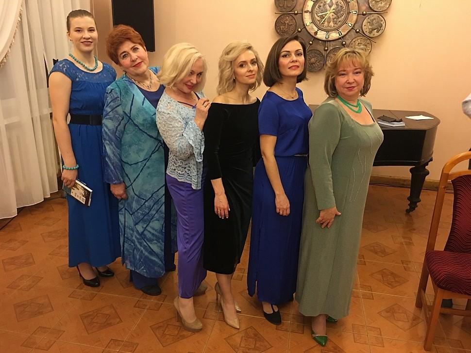 Участники концерта: Алена СОРОКИНА, Вера ОСТРОГЛЯДОВА, Анна ЧЕРНЕЦКАЯ, Олеся, Татьяна, Ирина ОВЧАРЕНКО