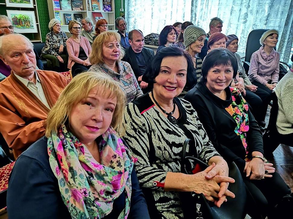 Группа поэтов ЛИТО «Крылья» Т.МАКСИМЕНКО, И. ОВЧАРЕНКО, Н. ЦВЕТКОВА и А. ЕВСЕЕВ на концерте