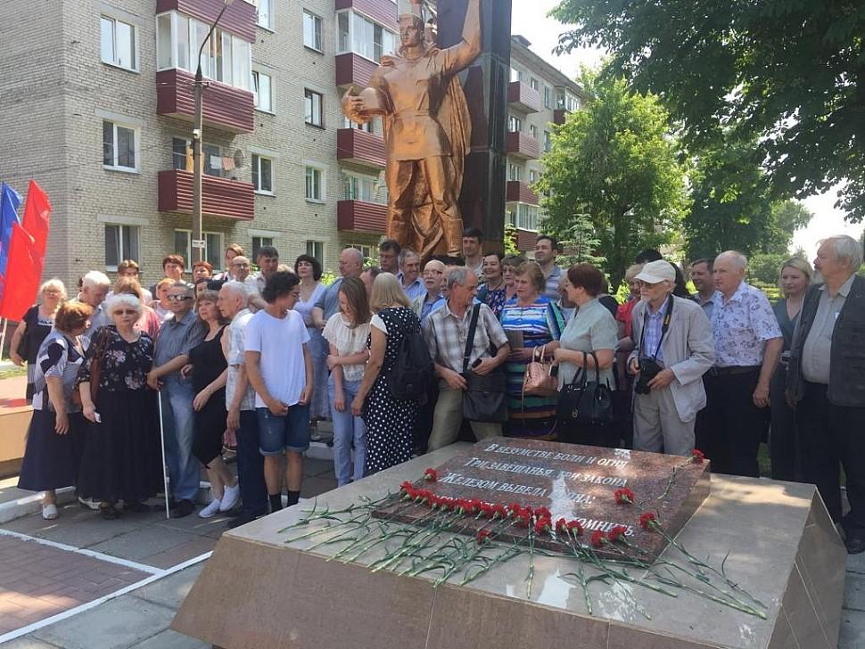 Возложение венков к памятнику павшим воинам-шатурянам в Шатуре